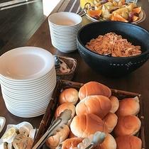 *【朝食一例】パンにシリアル、フルーツetc