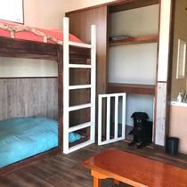ハンモック付/洋室4ベットのお部屋はワンちゃん・猫ちゃんと同泊可能です♪