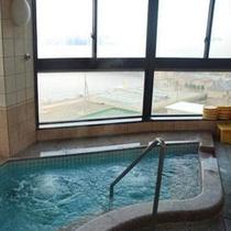 浴室からは佐田岬港が一望できます