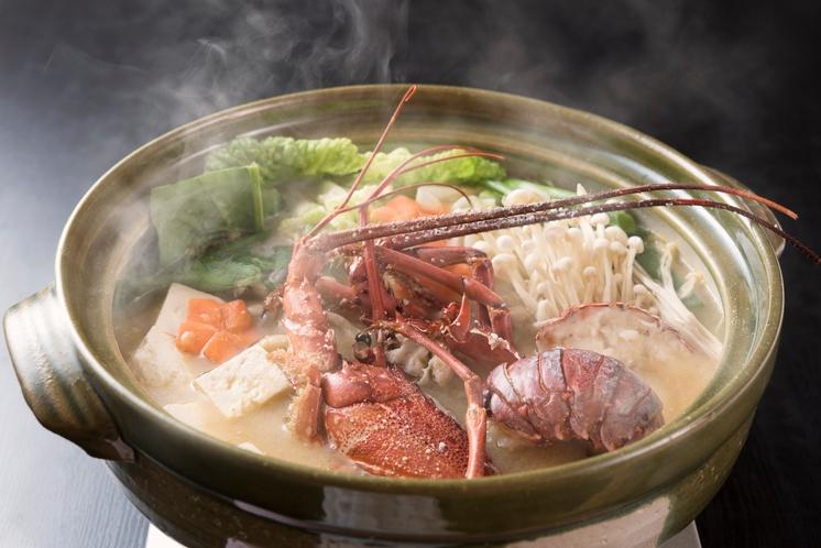 伊勢海老鍋:当民宿自慢の味噌仕立ての伊勢海老鍋です。