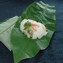 【朴葉寿司】5月〜6月頃に各家庭で作られる朴葉で包むお寿司