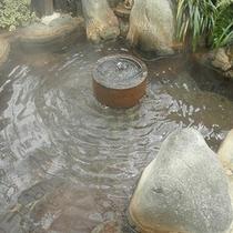 【貸切露天風呂】石臼から湧き出る炭酸泉
