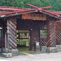 【小坂駅】木造 レトロなかわいい駅 人気撮影スポットです