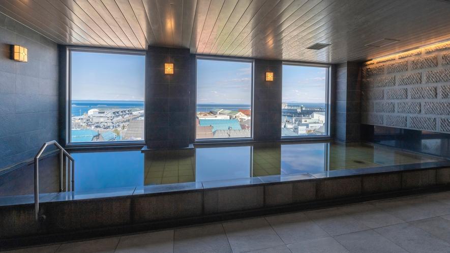 ホテルソニア小樽運河の湯 男湯からは小樽運河が一望。