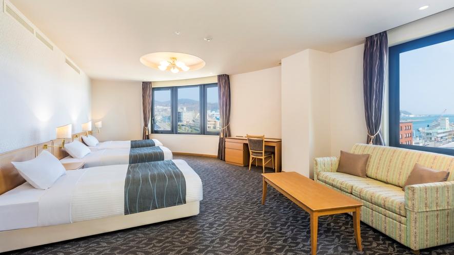 グランデ(ファミリー 57㎡)運河側に面した正ベッドが3台あるファミリータイプの特別室です。