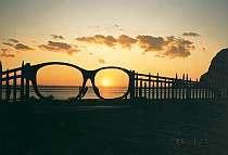 冬の夕暮れ「メガネの門」と夕陽