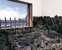 「本の家」の中の展望岩風呂