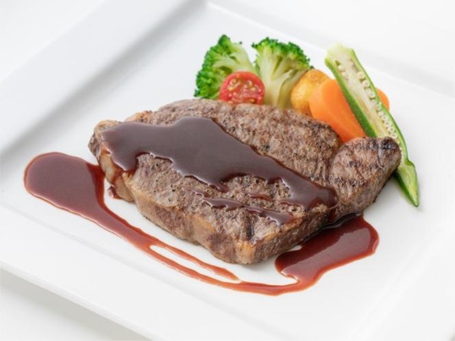 The Rows<長崎和牛ステーキコース>。上質な長崎和牛を3種類のソースで。