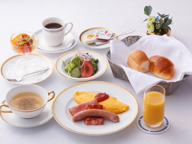 <ご朝食>彩りも豊かな洋食プレート。