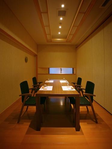【個室お食事処】「華葉亭」「四季亭」にお泊まりいただくお客様は、個室お食事処にてお食事をご用意。