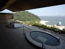 【露天風呂】高台にあるので1階にありながら、何も遮るものがないまさに絶景の風呂です。