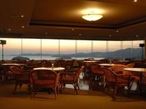 10階スカイラウンジからの眺望】最上階にあるスカイラウンジは、360度の絶景を楽しめます。