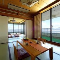 【和室】目の前には三河湾が広がり、ゆったりとお寛ぎ頂けるお部屋です。(客室一例)