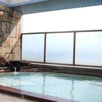 【展望半露天風呂】目の前は三河湾!風が心地よい半露天風呂。