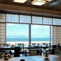 【日本料理『四季亭』】海を眺めながら、ごゆっくりとお食事を楽おしみください。(食事会場一例)