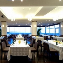 """海の見えるレストラン『ル・シェル』旬の食材をふんだんに使った""""創作フレンチ""""をお楽しみください。"""