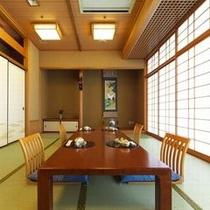 【日本料理『四季亭』】少人数でご利用の方にも、くつろげる個室をご用意いたします。(食事会場一例)