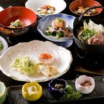 【夕食】ここでしか食べられない郷土料理の数々。素朴で優しい味をお楽しみください。