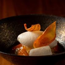 柿のバヴァロア、梨のすり流しとほうじ茶アイス