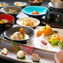 【夕食】炊き立てご飯と昔懐かしい越後の郷土料理。季節ごとの旬の味がお待ちしています。
