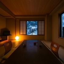 【和室10畳】小川のせせらぎと窓から覗く山々。ご滞在中は五感すべてで松之山温泉をお愉しみください。