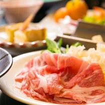 【こだわりの肉】口に入れた途端に広がる甘み、噛んだ瞬間に感じるやわらかさをお楽しみください。