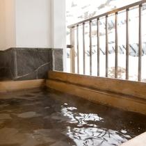 【冬の半露天風呂】松之山の四季を、目で、体で、ご堪能いただける非日常癒し空間をご用意。