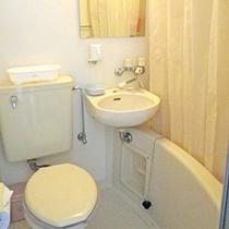 *【洋室/ツインルーム】ツインルームには唯一、「バス・トイレ」が備え付けられています。