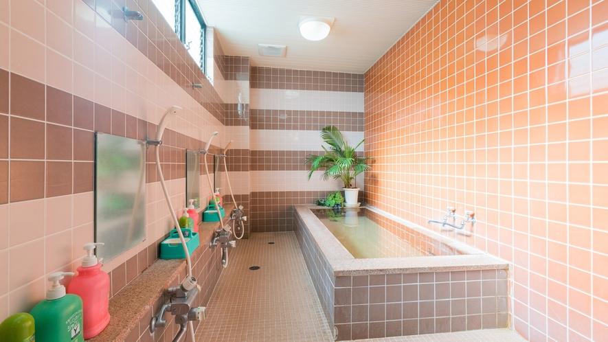 *【大浴場(男湯)】5~6人でご利用いただける大浴場。光明石を使った人工温泉で疲れを癒してください。