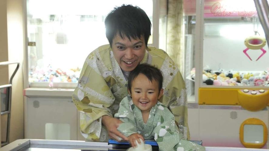 【ゲームセンター】エアホッケーは盛り上がることまちがいなし!