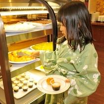 【夕食バイキング】デザートはミニサイズで、何種類も食べられちゃいます!