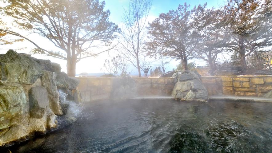 冬の露天風呂も風情があります