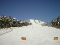 ケルンからよませ温泉スキー場ゲレンデまで30m!歩いて第2クワッドリフトに乗ることもできます。