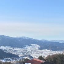 4階からの湯田中方面の眺めです。湯田中方面、善光寺平の夜景も。