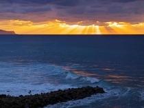 太陽が沈む頃…光が射し込み、綺麗な夕景が観れます。