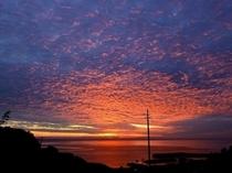 夕暮れとウロコ雲