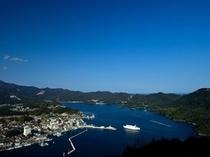 岬から見える西郷港の景色。