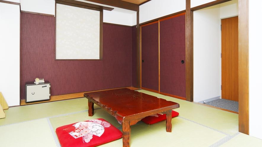 *[和室]広々としたお部屋でゆっくりとお寛ぎください。
