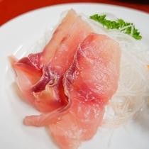 *[夕食一例]地魚のお刺身は佐久鯉や糸魚川で水揚げされた旬の鮮魚をご用意致します。