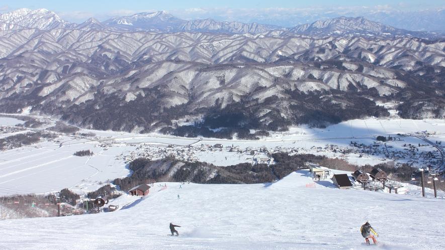 **【周辺】快晴の長野県白馬村の五竜スキー場