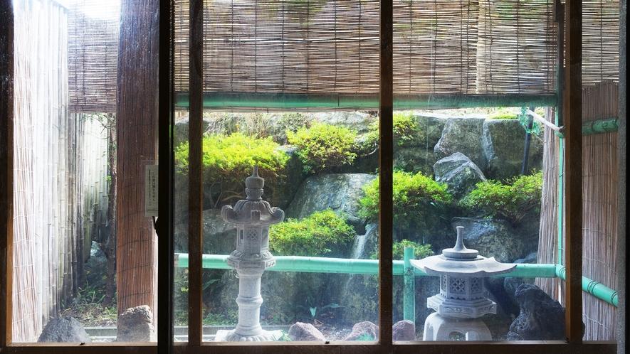 *[大浴場]季節の移ろいをお楽しみいただける坪庭がございます。