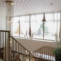 *[館内一例]3階建ての館内。吹き抜けの階段は明るく開放的な雰囲気。(※エレベーター設備なし)