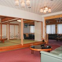 *[館内]ロビーやラウンジスペースは広々としていてゆったり過ごすことができます。