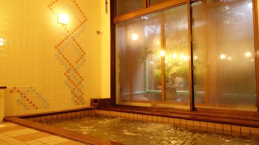 **[人工・トロン温泉]ゆったりとした浴槽でスキーやアクティビティの疲れをリフレッシュ♪