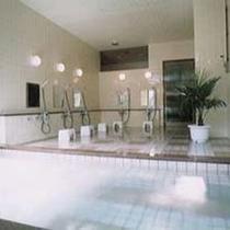 *[人工・トロン温泉]ゆったりとした浴槽でスキーやアクティビティの疲れをリフレッシュ♪