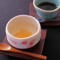 ほんのり甘ずっぱいゆず茶とほろ苦いコーヒー