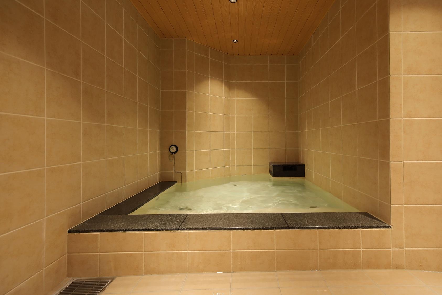 男性専用大浴場「サウナ亀の家」水風呂 しっかり冷えてます!