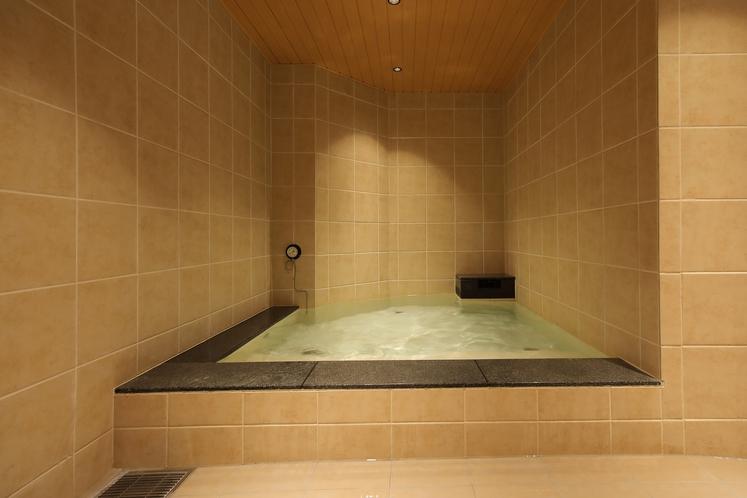 男性専用大浴場「サウナ亀の家」 まろやかな水風呂 しっかり冷えてます!