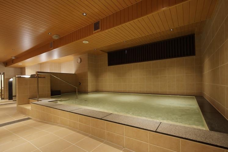 男性専用大浴場「サウナ亀の家」 天井の波紋を見ながら過ごすひととき