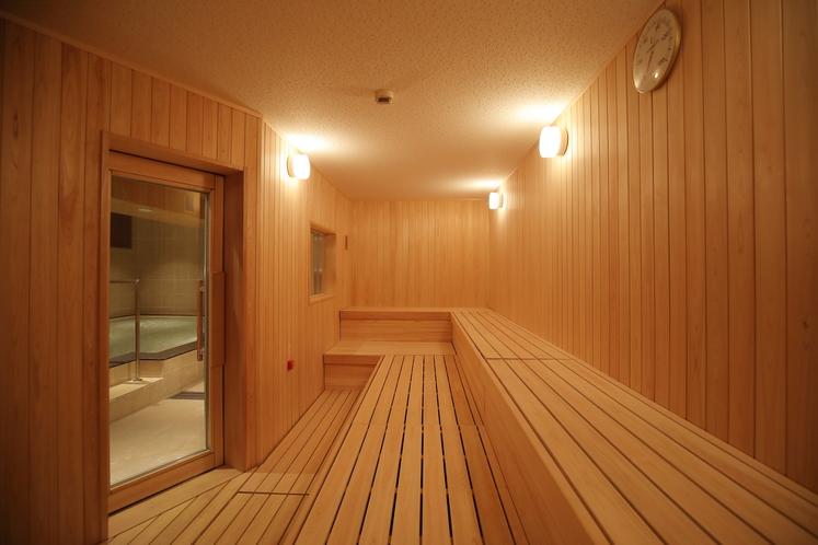 男性専用大浴場「サウナ亀の家」 大型の高温ドライサウナ